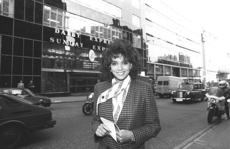Halle Berry Daily Express Nov 86 3